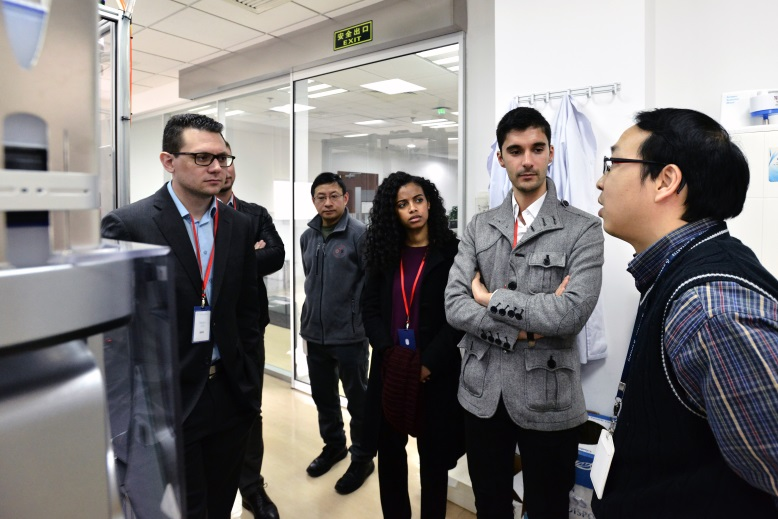 A scientist introduces research facilities in NIBR Shanghai.